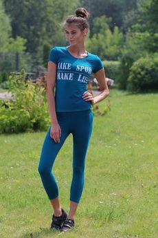Костюм для фитнеса: укороченные легинсы и футболка FIORITA